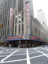 Radio City Music Hall am Fuße des Rockefeller Centers