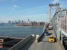 Williamsburg Bridge, im Hintergrund Manhattan